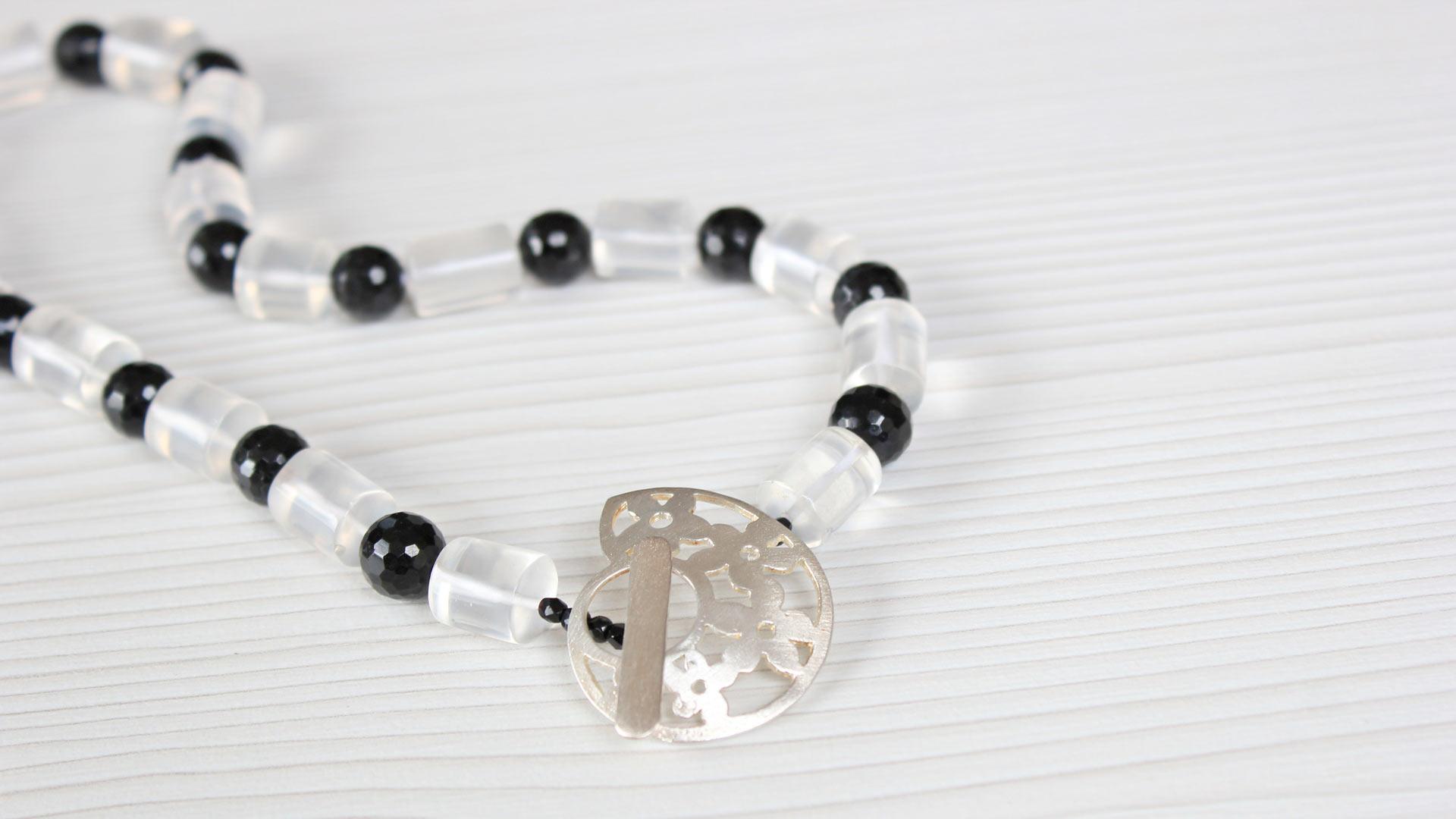 Gargantilla cristal de roca y ónix