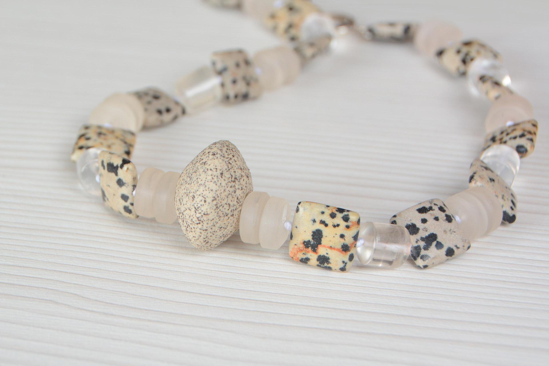 Collar Dalmatita cuarzo y ceramica